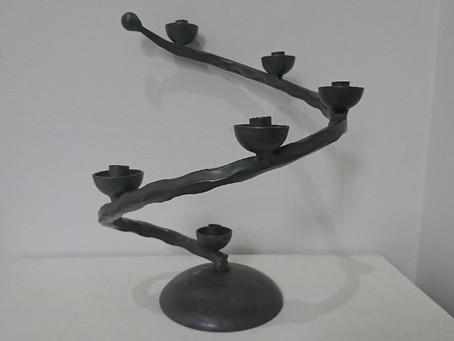 鉄製のキャンドルスタンド