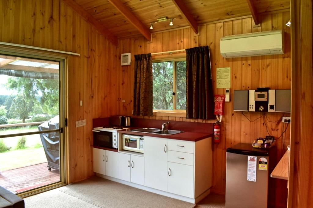Rose Cabin Kitchenette