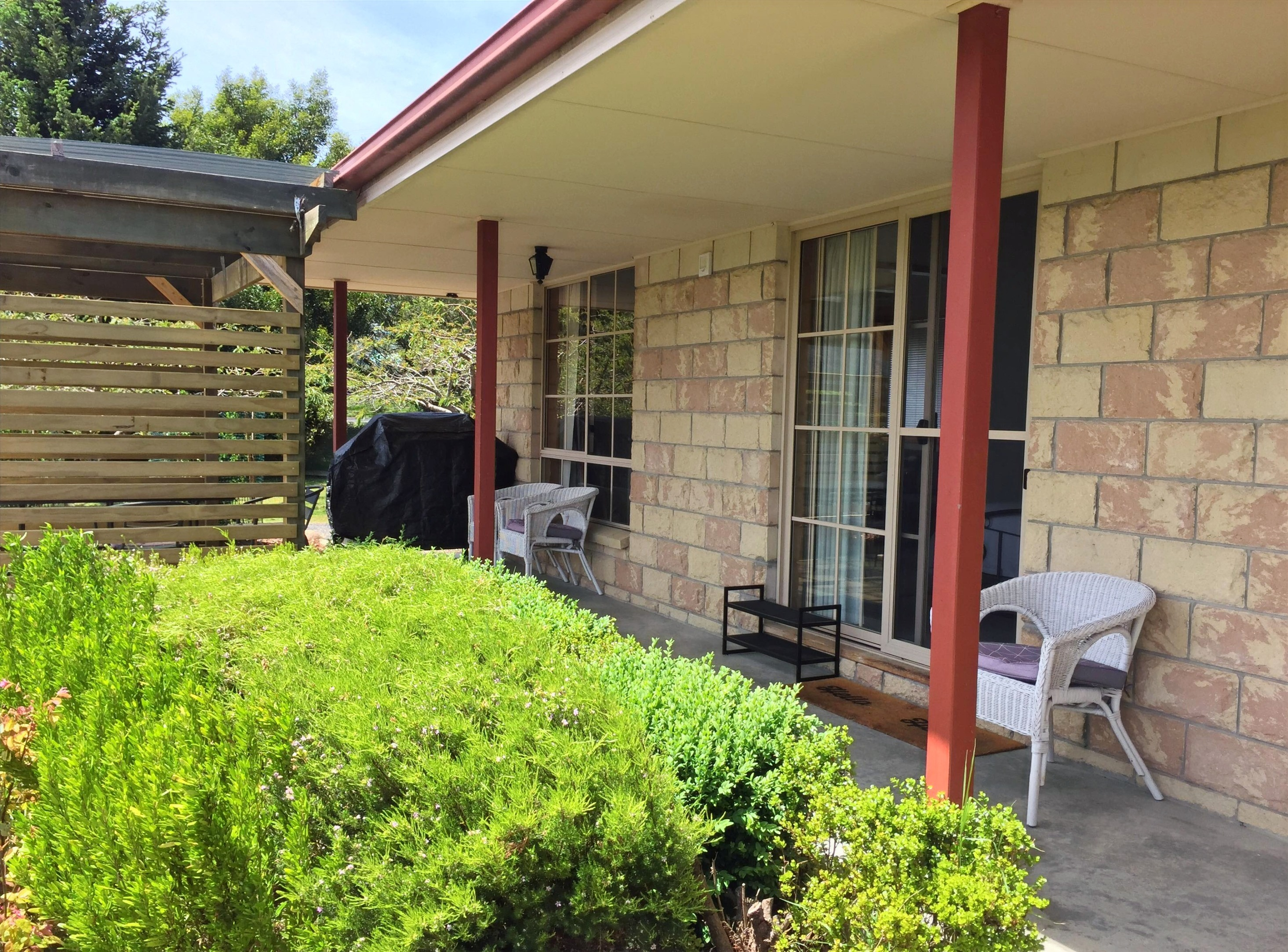 Mountain View Apartment Verandah & BBQ