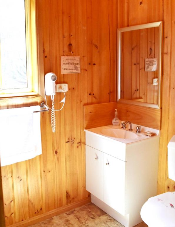 Rose Cabin Bathroom