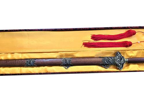 Двуостар прав меч на златния  дракон