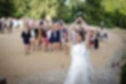 Mariage de Pauline et Colas Brissac, Stéphane Guibert photographe mariage Angers , Lancer de bouquet, le lancer.
