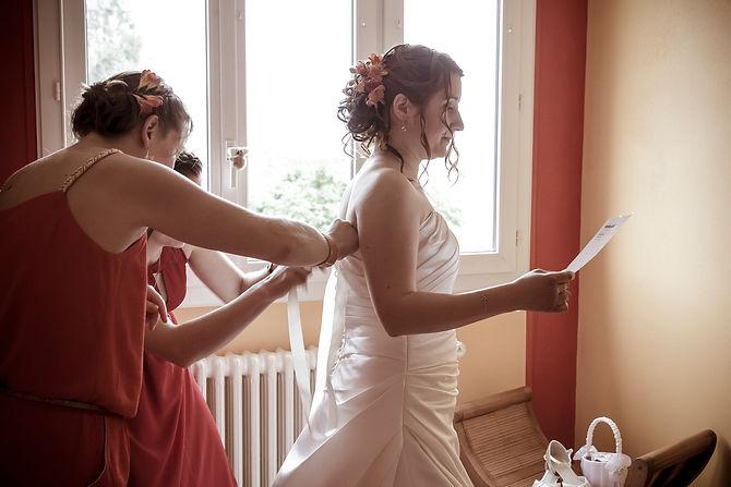Mariage Emmanuelle et Baptiste, Loire atlantique, Stéphane GUIBERT photographe Angers, habillage de la mariée et dernière répétition