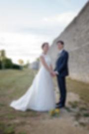 Mariage de Lucile et Fabien, Montreuil Bellay, Stéphane Guibert photographie Angers, photo de couple au bord des remparts