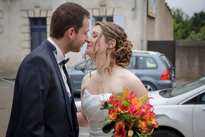 Mariage Emmanuelle et Baptiste, Loire atlantique, Stéphane GUIBERT photographe Angers, un baiser avant la mairie