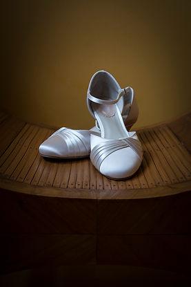 Mariage Emmanuelle et Baptiste, Loire atlantique, Stéphane GUIBERT photographe Angers, les chaussures de la mariée