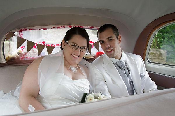 photographe mariage Adeline et Thomas  Angers stéphane Guibert - photos de couples dans la voiture