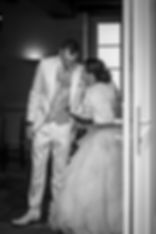 photographe mariage Adeline et Thomas  Angers stéphane Guibert, discussion à la sortie de la mairie