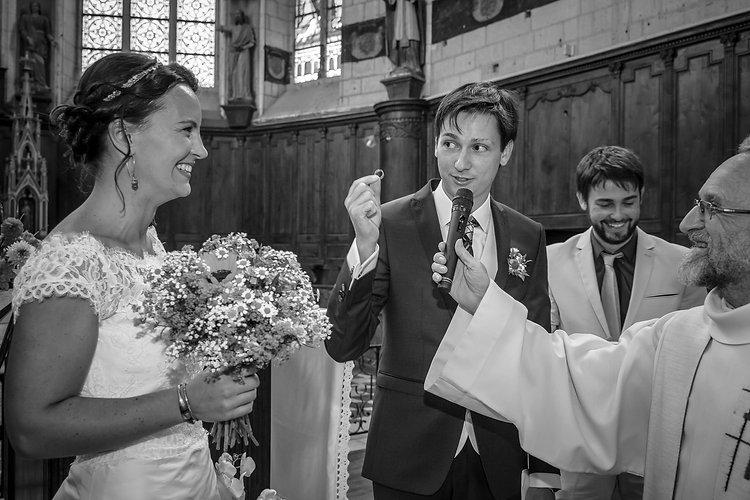 Mariage de Lucile et Fabien, Montreuil Bellay, Stéphane Guibert photographie Angers, l'échange des alliances