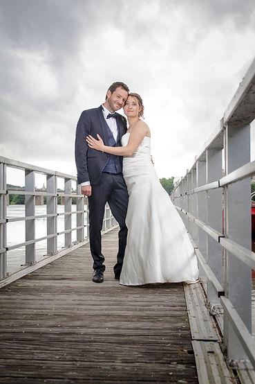 Mariage Emmanuelle et Baptiste, Loire atlantique, Stéphane GUIBERT photographe Angers, photo de couple sur un ponton