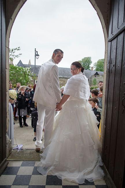 photographe mariage Adeline et Thomas  Angers stéphane Guibert - la sortie de l'église, cérémonie religieuse