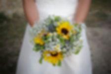Mariage de Lucile et Fabien, Montreuil Bellay, Stéphane Guibert photographie Angers, le bouquet dans les mains de la mariée