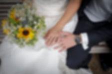 Mariage de Lucile et Fabien, Montreuil Bellay, Stéphane Guibert photographie Angers, photo de couple, les alliance et le bouquet