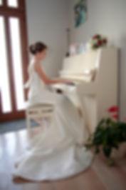 Mariage de Pauline et Colas Brissac, Stéphane Guibert photographe mariage Angers , Préparatif mariée, petit moment de détente en musique.