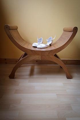 Mariage Emmanuelle et Baptiste, Loire atlantique, Stéphane GUIBERT photographe Angers, les chaussures sur un siège