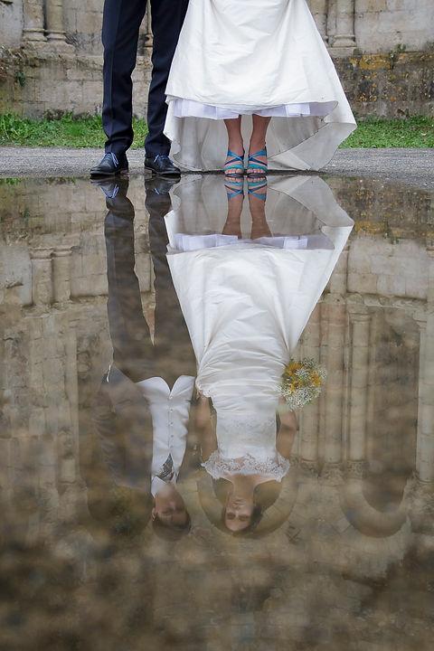 Mariage de Lucile et Fabien, Montreuil Bellay, Stéphane Guibert photographie Angers, photode couple, reflet dans l'eau