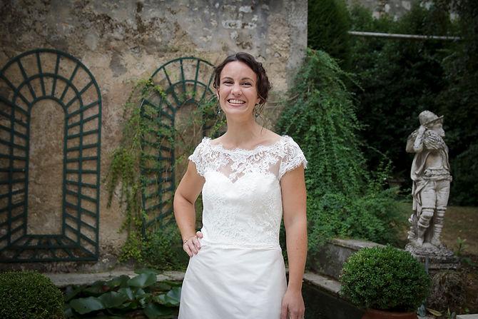 Mariage de Lucile et Fabien, Montreuil Bellay, Stéphane Guibert photographie Angers, la mariée dans le jardin