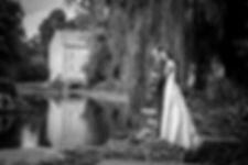 Mariage de Lucile et Fabien, Montreuil Bellay, Stéphane Guibert photographie Angers, photode couple au bord de l'eau en NB