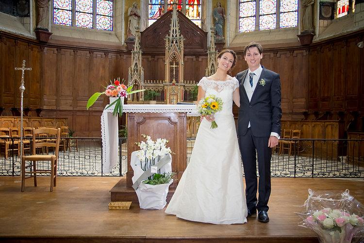 Mariage de Lucile et Fabien, Montreuil Bellay, Stéphane Guibert photographie Angers, photo de couple dans l'église