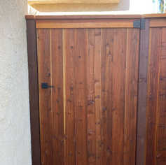 CapTrim Redwood Gate with Handle