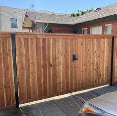 Cap&Trim Redwood Driveway Gate