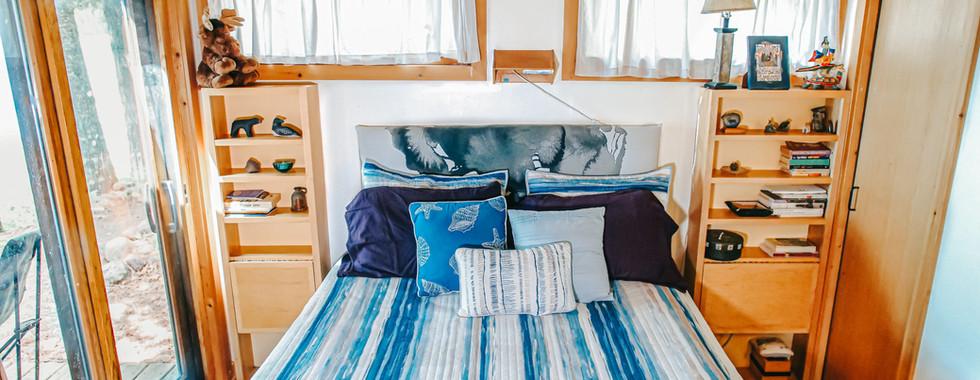 Bedroom 1 - Queen Bed