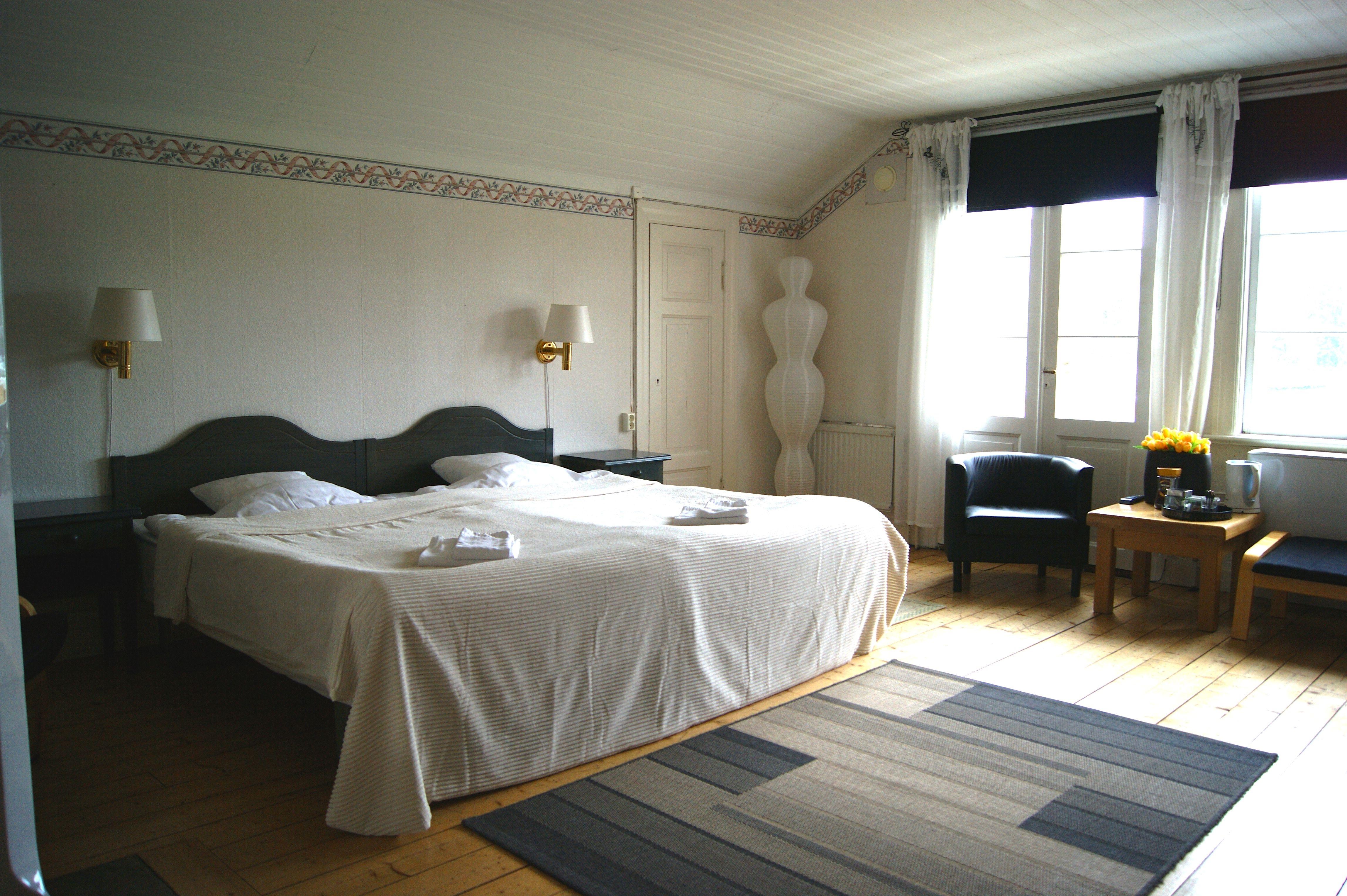 27 Hotelroom small building