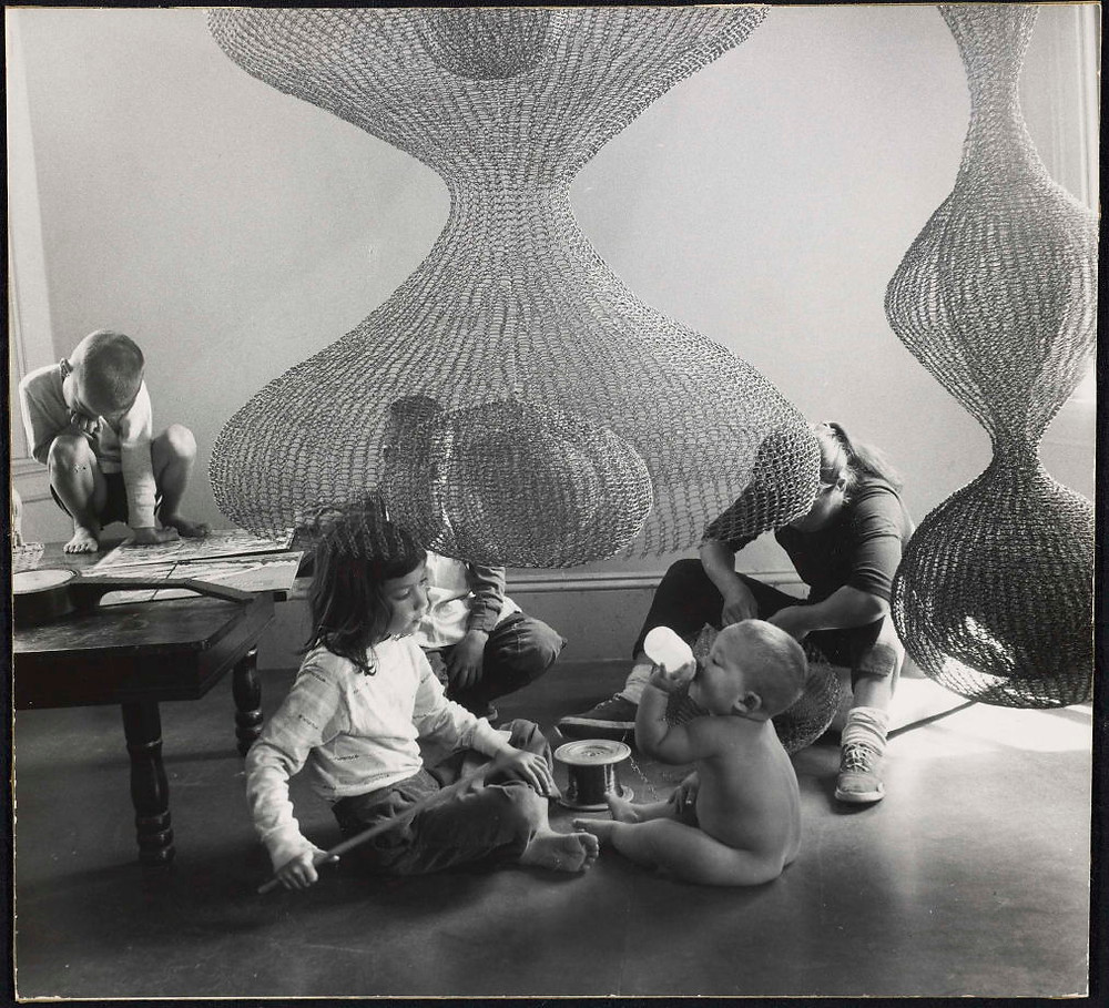 Ruth Asawa and her children, 1958. ©1958