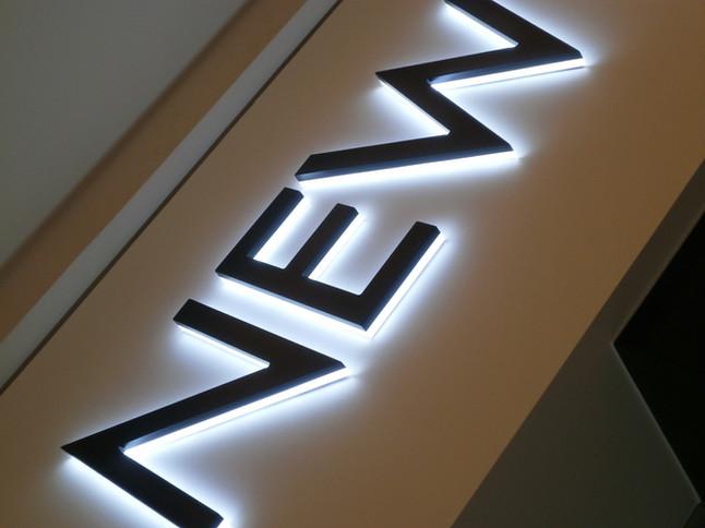 Letra Caixa, MDF, Iluminação em LED, Comunicação visual