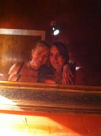 Andrea y Tessa Sánchez Walmsley