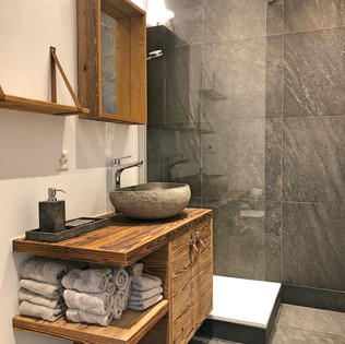 renovation_crans_montana_shower_tiles_ca