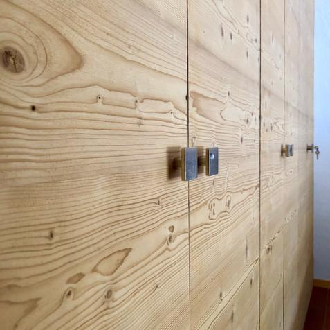 renovation-crans-montana-armoires-bois-c
