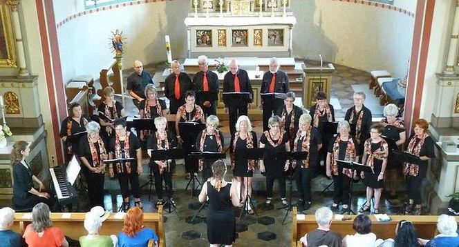 Gruppenbild Chor Kirche.jpg