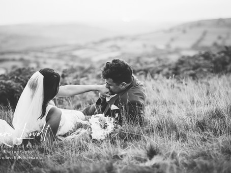 4 things you should DEFINITELY be thinking about when choosing your wedding photographer