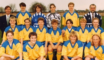 The Doncaster Belles squad in 1995, Gill Coultard is centre