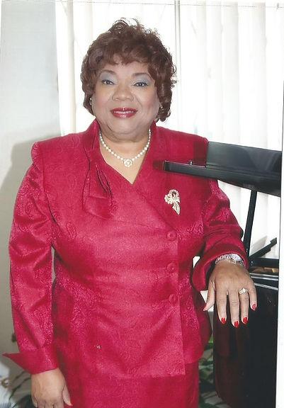 Sylvia at piano0002.jpg