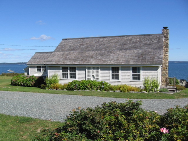 view of cottage from the driveway