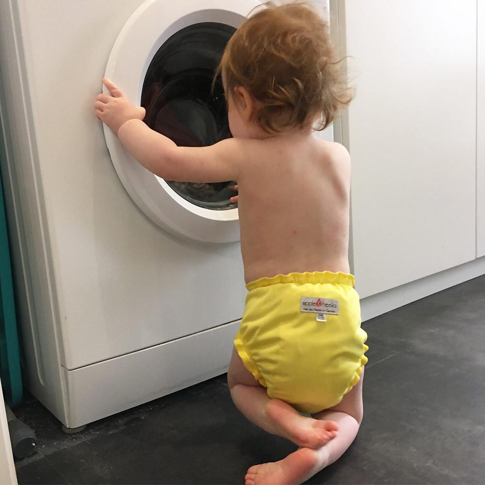 Lavage des couches lavables pour bébés en machine à laver