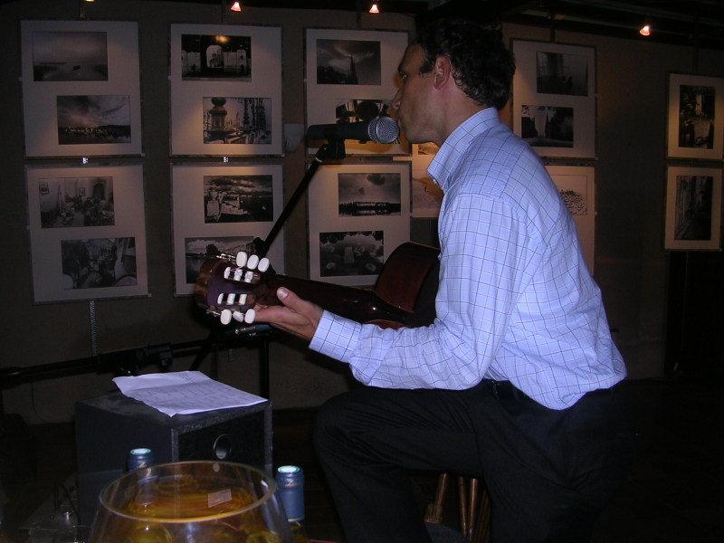 expo russie avec guitariste.jpg