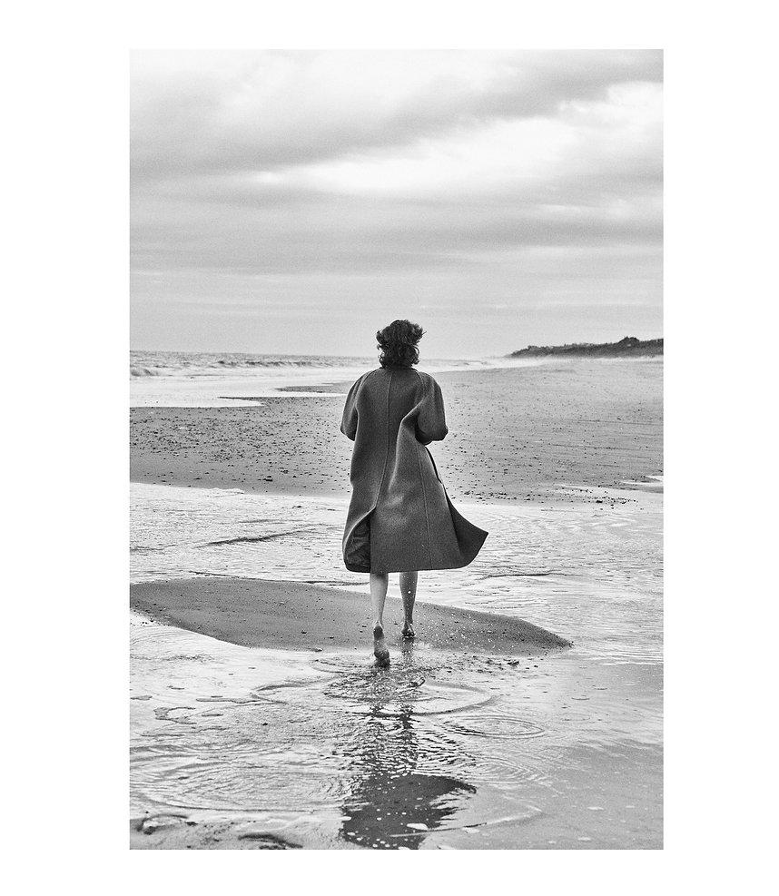Jac Monika running away at the beach in montauk