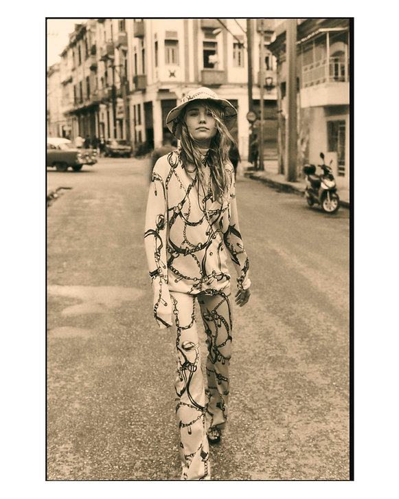 Viva La Revolucion - Will Vendramini - Elle magazine with brooke perry shot in Havana Cuba cool walking in the streets editorial