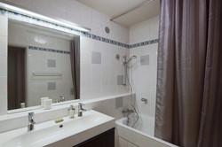 First Bathroom - Le 4