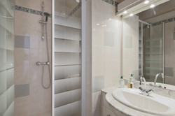 Second Bathroom - Le 4