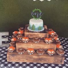 Wooden cake/cupcakestand