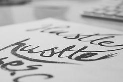 Stylo calligraphie tohu lettrage à la main