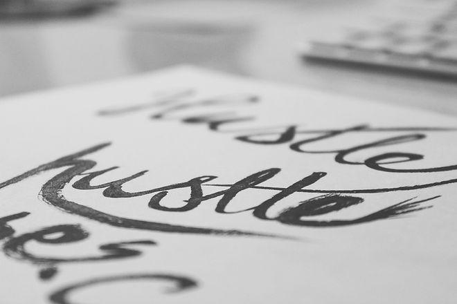 Pen Kalligraphie Hand Schriftzug hustle