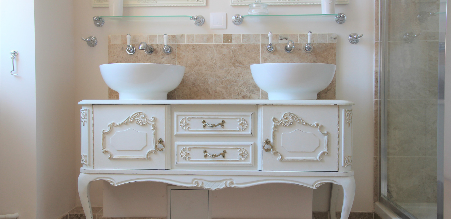 Family Bathroom - Louis XV Sinks