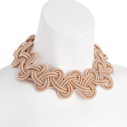 Gyn thread necklace with magnetic clasp