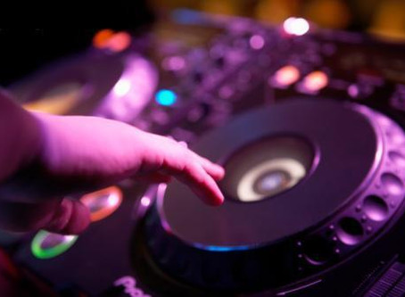10 Reasons to Hire a Professional DJ