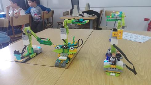 Robots de LEGO WeDo a l'extraescolar de robotica de Learnick a Salesians Mataró